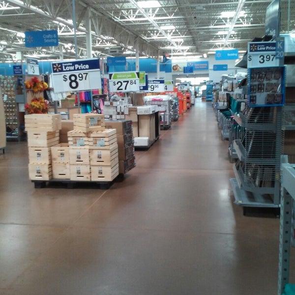 Снимок сделан в Walmart Supercenter пользователем Raymond W. 9/2/2014