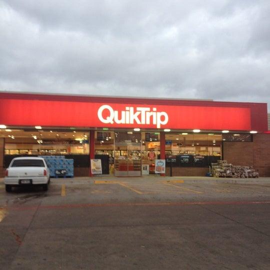 Foto scattata a QuikTrip da Martin il 12/2/2012