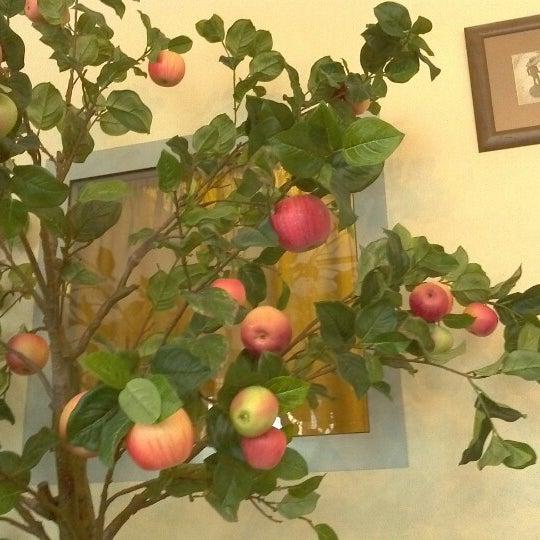 Снимок сделан в Cafeletto пользователем Daria B. 10/5/2012