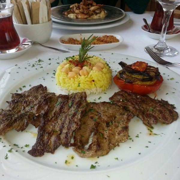 3/26/2013 tarihinde Erdinç E.ziyaretçi tarafından Matbah Restaurant'de çekilen fotoğraf