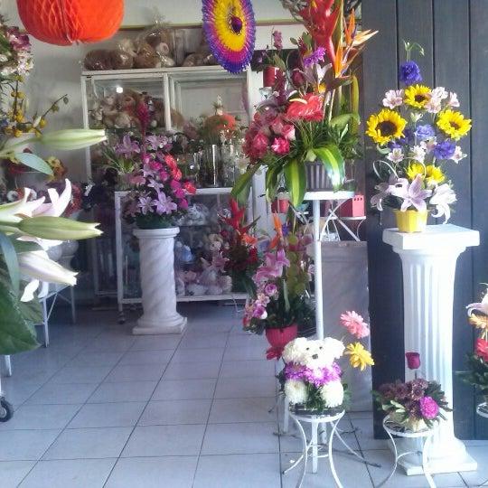 Foto tomada en Florería Flores de Oaxaca por Chely C. el 10/25/2012