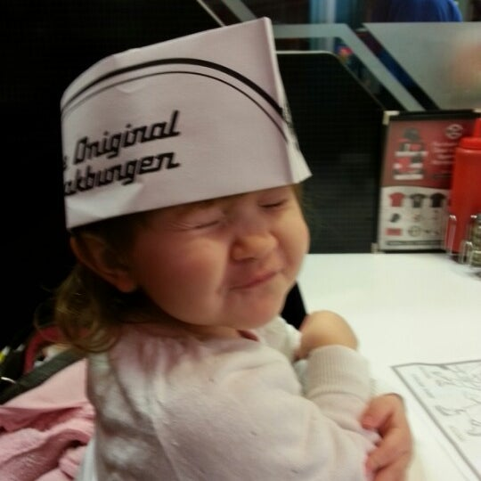 Photo taken at Steak 'n Shake by Kelly T. on 12/22/2012