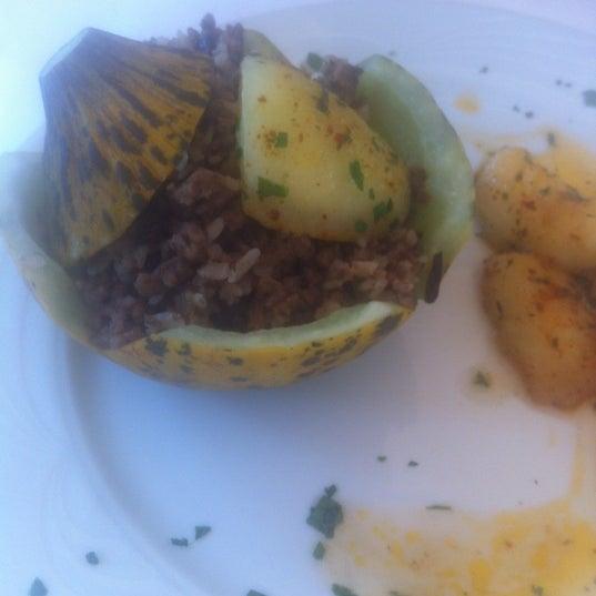 10/28/2012 tarihinde Mariam R.ziyaretçi tarafından Matbah Restaurant'de çekilen fotoğraf