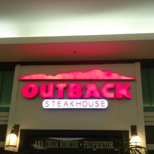 Foto tirada no(a) Outback Steakhouse por Lucas R. em 2/17/2013