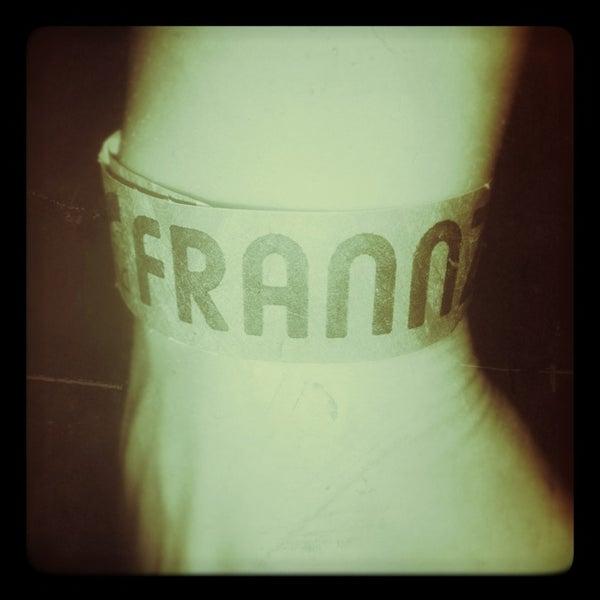 Das Foto wurde bei Frannz Club von Jessika P. am 12/24/2012 aufgenommen