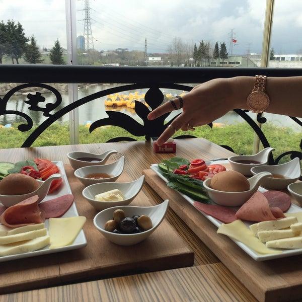 รูปภาพถ่ายที่ On Numara โดย Hüseyin เมื่อ 3/31/2015