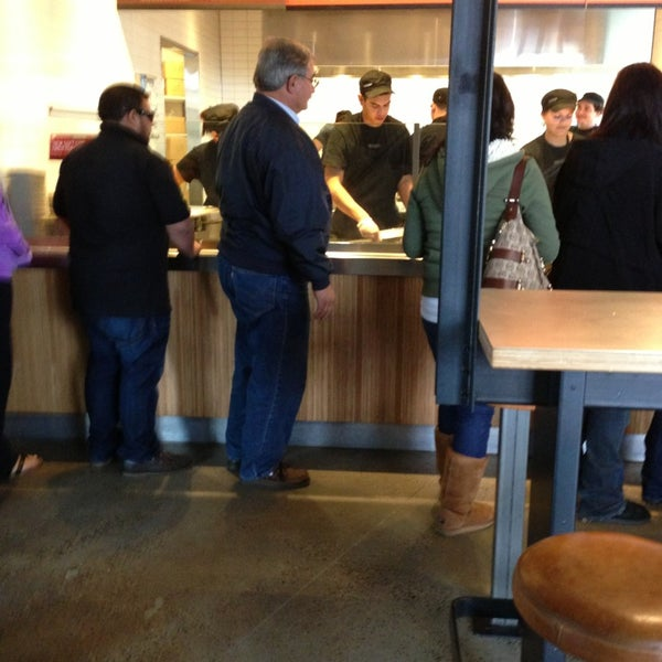 Photo taken at Chipotle Mexican Grill by Gentry on 12/21/2012