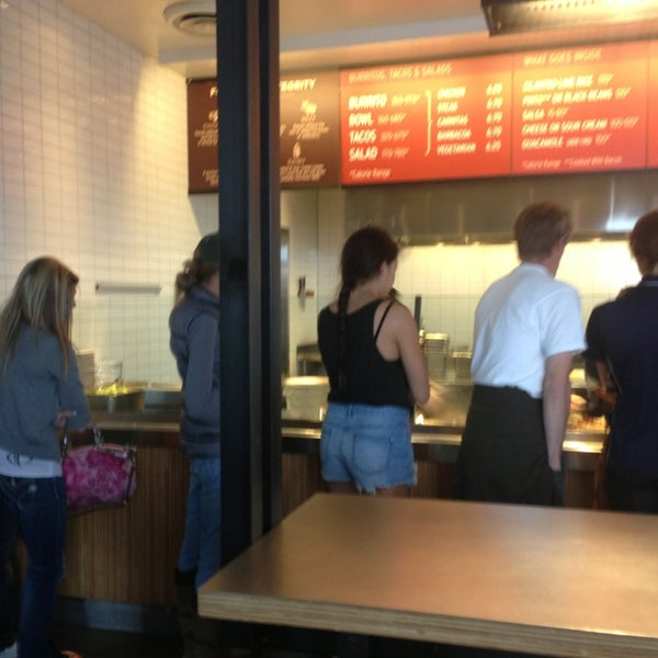 Photo taken at Chipotle Mexican Grill by Gentry on 2/16/2013