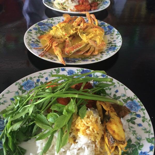 Photo taken at Restoran D'Warisan by Wanie A. on 3/20/2015