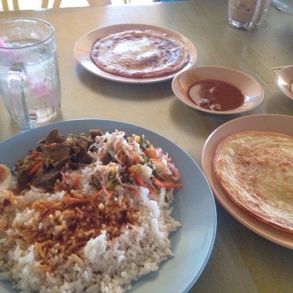 Photo taken at Restoran Lempeng by Arif A. on 3/17/2017