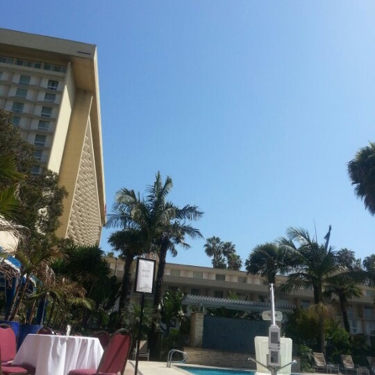 Photo taken at Four Points by Sheraton Los Angeles International Airport by Натуська on 5/18/2013