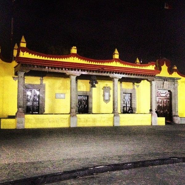 Photo taken at Jardín Hidalgo by Ꮿ ॐ. on 4/5/2013