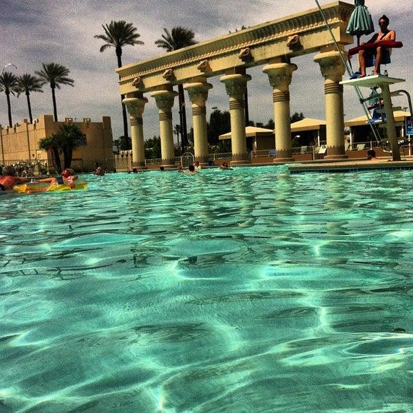 Luxor oasis pool bar hotel bar in the strip - Luxor hotel las vegas swimming pool ...