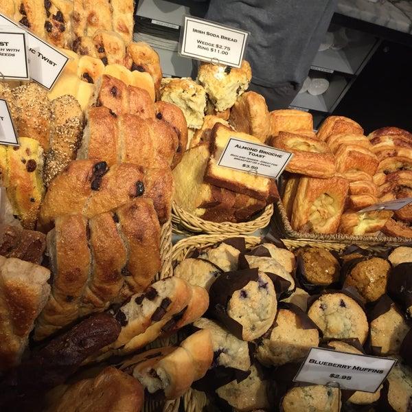 Foto tomada en Amy's Bread por Ari M. el 12/12/2015