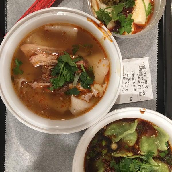 Foto tirada no(a) Xi'an Famous Foods por Mark S. em 10/27/2017