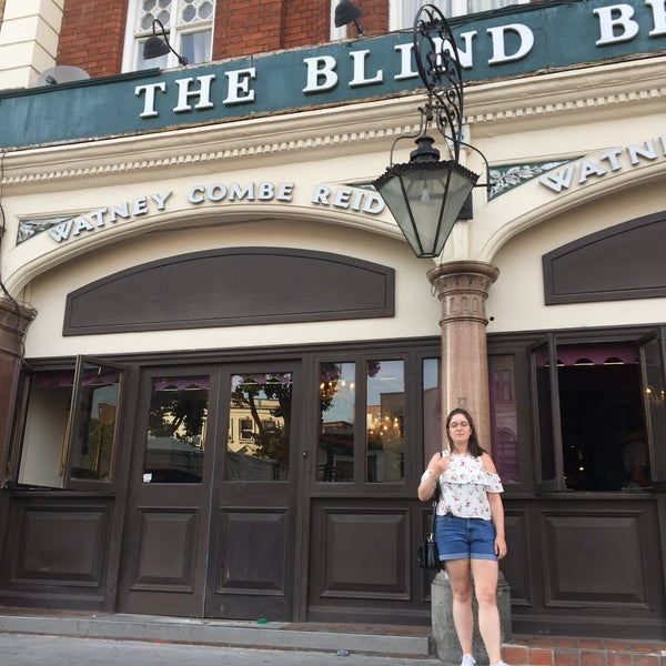 Photo taken at The Blind Beggar by Darren Q. on 6/21/2017