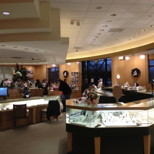 Photos at Jared The Galleria of Jewelry Central Newport News 5