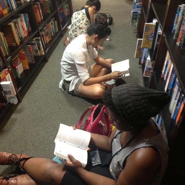 Foto tomada en Barnes & Noble por Magnus M. el 7/17/2013