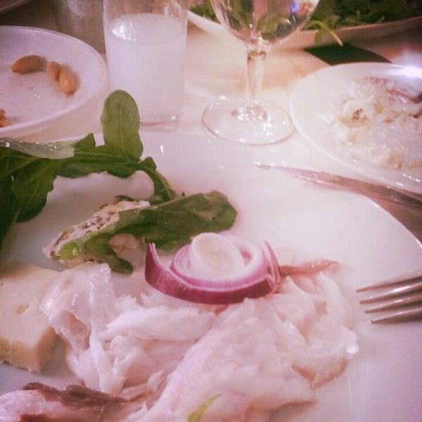 4/27/2013 tarihinde qözde E.ziyaretçi tarafından Yengeç Restaurant'de çekilen fotoğraf