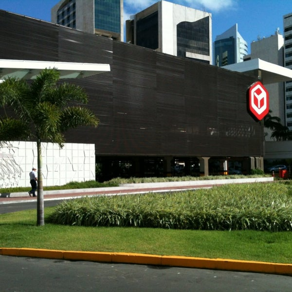 Photo taken at Shopping Recife by Cristiano C. on 4/4/2013
