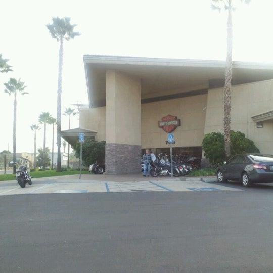 Foto tomada en Riverside Harley-Davidson por Jo C. el 10/6/2012
