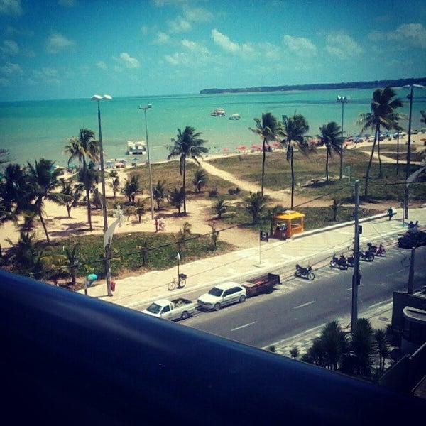 Foto tirada no(a) Atlântico Praia Hotel por Thyago N. em 1/10/2013