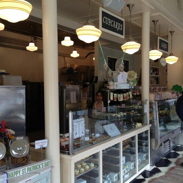 Photo taken at Magnolia Bakery by Uwe Jens N. on 3/17/2013