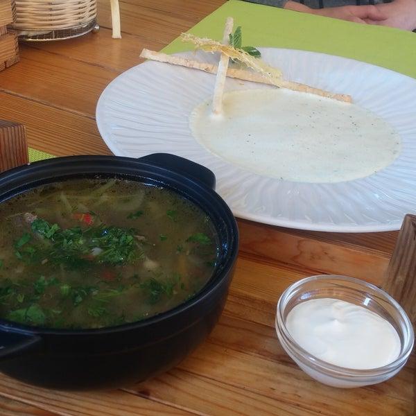 Овощной суп с говядиной - нереально вкусный!!! Сырный суп с мятой - очень необычный, свежий вкус, но на любителя ;)