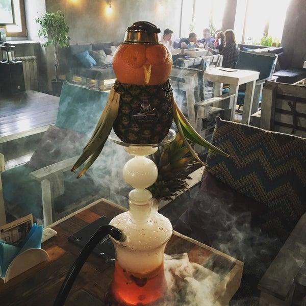 Очень атмосферная кальянная, огромный выбор табака, приветливый персонал! Однозначно одна из лучших кальянных в городе! Очень понравились кнопочки на столе для вызова кальянщика)