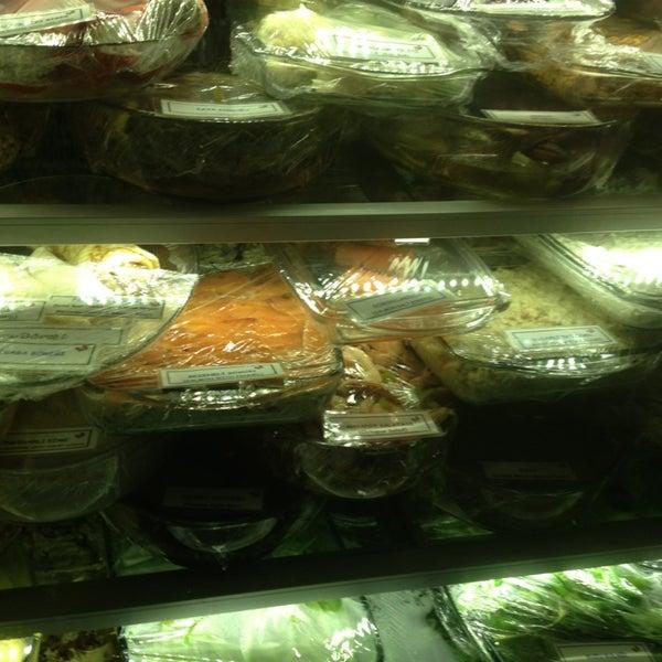 3/2/2013 tarihinde Enisziyaretçi tarafından Yengeç Restaurant'de çekilen fotoğraf