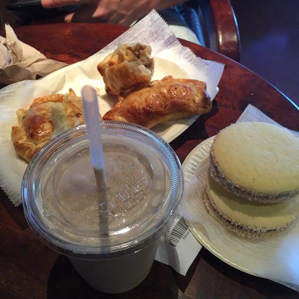 7/22/2015 tarihinde Jeremyziyaretçi tarafından Argentina Bakery'de çekilen fotoğraf