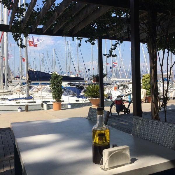 7/15/2016 tarihinde Fatih Ö.ziyaretçi tarafından Mod Yacht Lounge'de çekilen fotoğraf