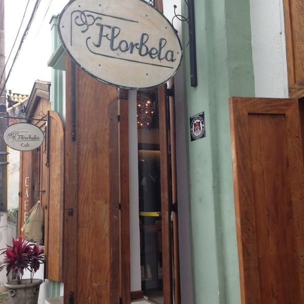 Foto tirada no(a) Florbela Café por Tiago B. em 3/9/2013