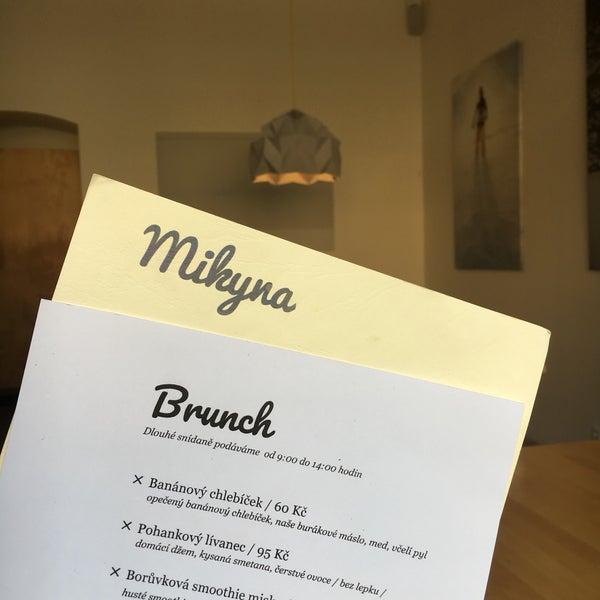 Foto diambil di Mikyna Coffee & Food Point oleh Nikola L. pada 6/3/2017
