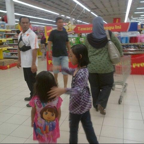 Photo taken at Tesco by AnjeRokiah J. on 10/7/2012