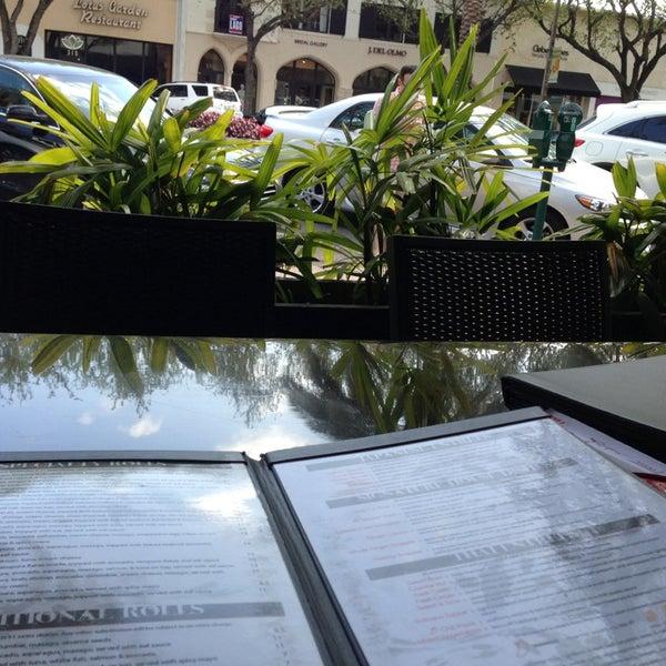 Foto tomada en Red Koi Thai & Sushi Lounge por Fernanda el 3/31/2013