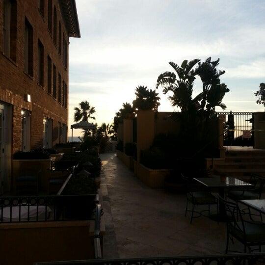 รูปภาพถ่ายที่ Casa Del Mar Hotel โดย Samantha R. เมื่อ 1/14/2013