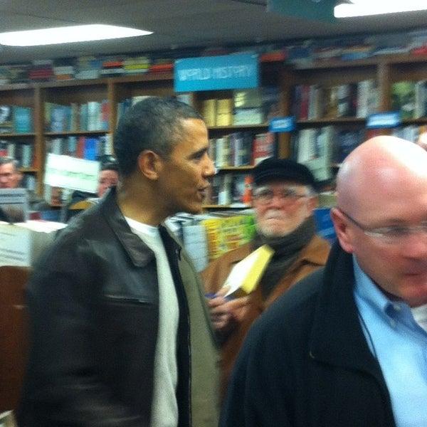 Foto tirada no(a) Politics & Prose Bookstore por Phil M. em 11/30/2013