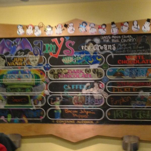12/23/2012 tarihinde June R.ziyaretçi tarafından Amy's Ice Creams'de çekilen fotoğraf