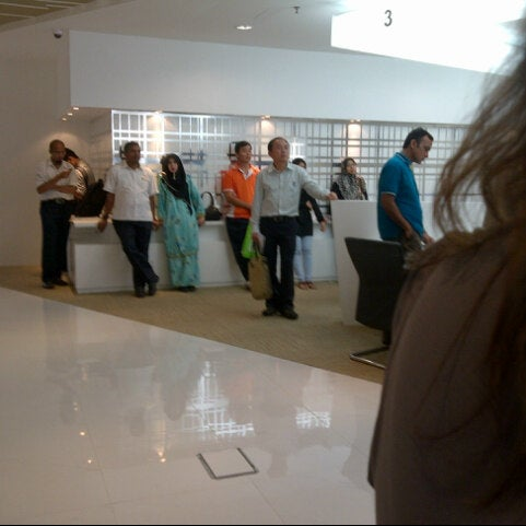 Photo taken at Jabatan Imigresen Malaysia by Emmy O. on 4/9/2013