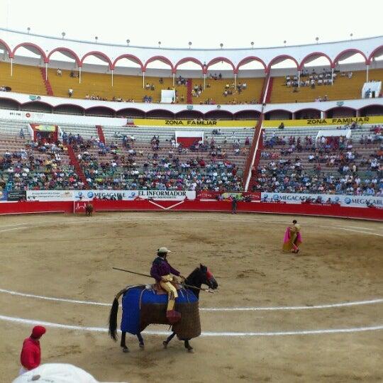 Foto tomada en Plaza de Toros Nuevo Progreso por Ilii M. el 10/21/2012