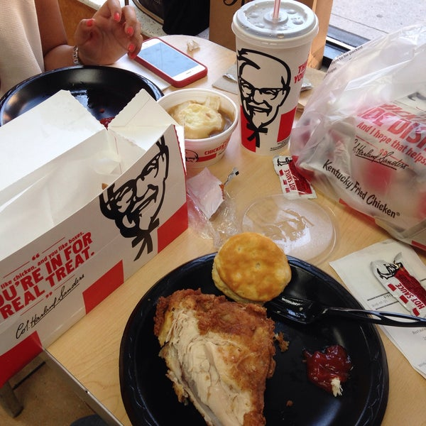 Photo taken at KFC by Thun Kewpling on 7/21/2016