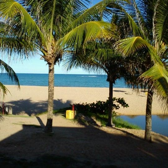 Otimo local, perto do Sesc as ondas são fortes, mas na ponta próximo do ultimo bar é uma piscina natural linda e quase sem ondas, recomendo, um verdadeiro paraiso.