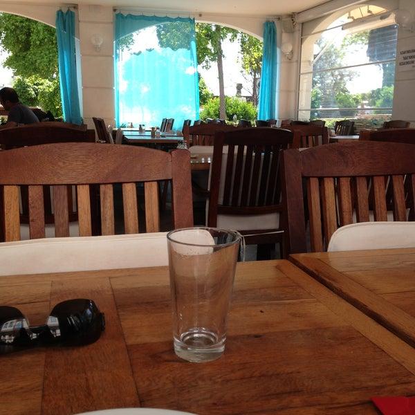 4/13/2013 tarihinde Hasan A.ziyaretçi tarafından Uno Restaurant'de çekilen fotoğraf