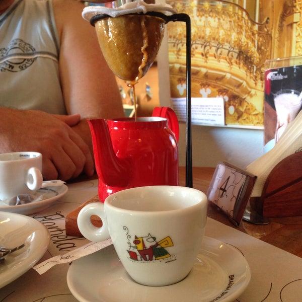 Foto tirada no(a) Florbela Café por Thaís L. em 3/20/2016