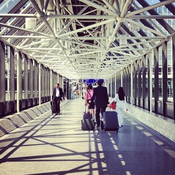 Das Foto wurde bei Frankfurt Airport (FRA) von Dominik L. am 6/18/2013 aufgenommen