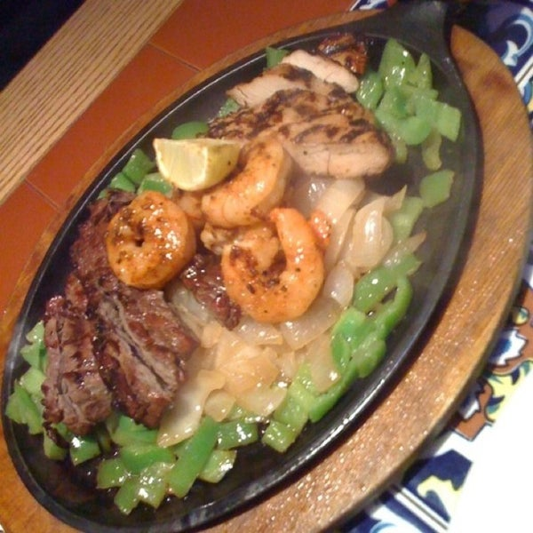 Photo taken at Chili's by Aвadι .d on 1/16/2013