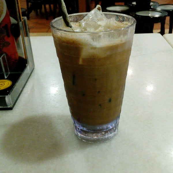 Photo taken at OldTown White Coffee by Amm l. on 12/9/2016