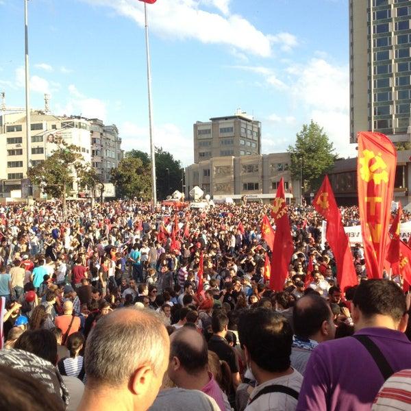 6/1/2013にTuran A.がTaksim Gezi Parkıで撮った写真
