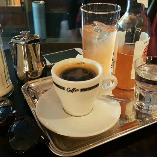 Foto scattata a Adriano's Bar & Café da Ayşe O. il 10/3/2016